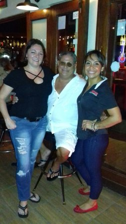 Sopranos Piano Bar : The very talented great Jen Porter and Jackie and yours truly having a great time in Aruba at So