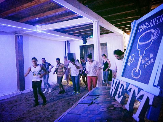 Puerto Lopez, Ecuador: Latin Night - Free Salsa en Wett