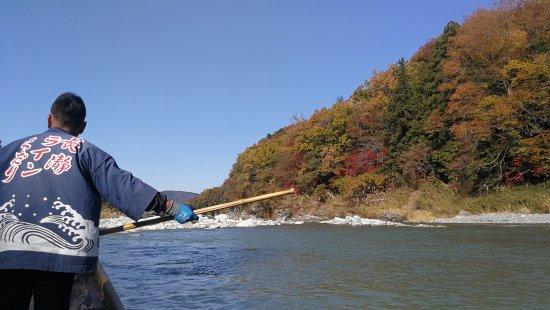 Nagatoro River White Water Rafting : 船夫划船