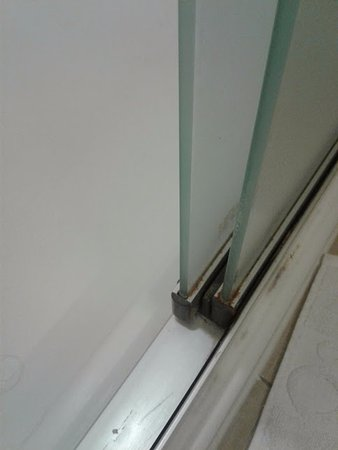 Home2 Suites By Hilton San Antonio Downtown Riverwalk Dirty Shower Doors