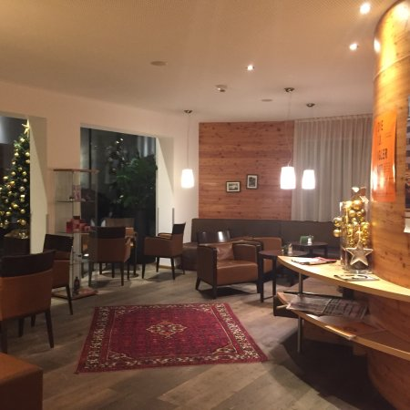 Portate della cena stanza bar hall e sala da pranzo bild von bon alpina innsbruck - Stanze da pranzo ...