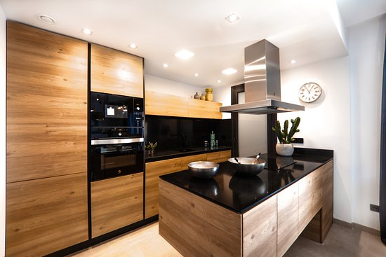 Villamartin, Spagna: Enjoy a family time in this beautiful kitchen. www.ialicante,com