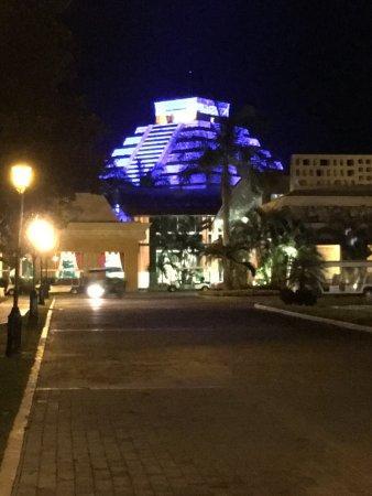 Iberostar Paraiso Maya: vista del hotel, piramide bar kukulkan