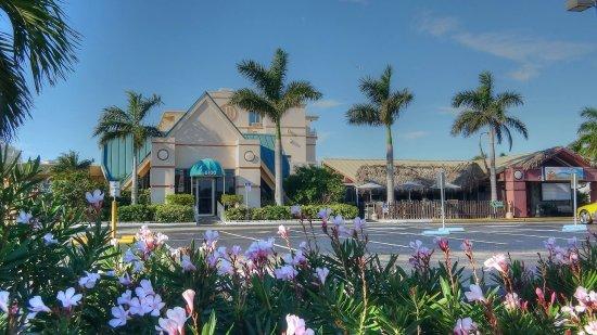Howard Johnson Resort - ST. Pete Beach FL Hotel