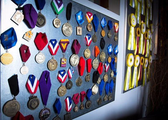 Madera, Kalifornia: Recipient of More than 1,000 Awards and Medals