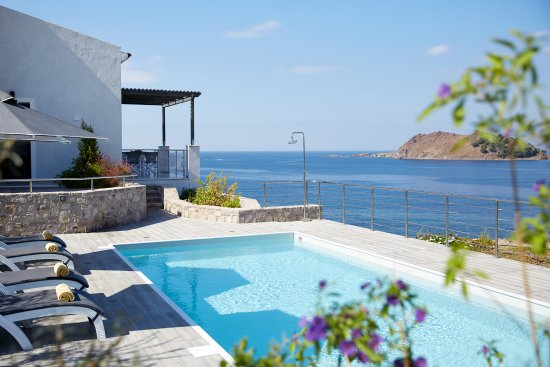 Eleia Seafront Villas