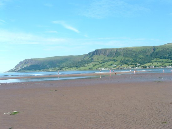 Glenariff, UK: This is the beach within 7 minutes walk, 1 minute in car.