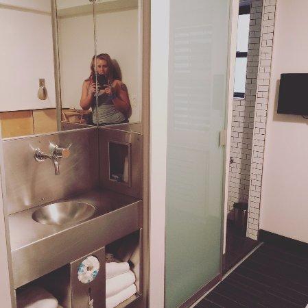 Pod 51 Hotel: I loved the sink