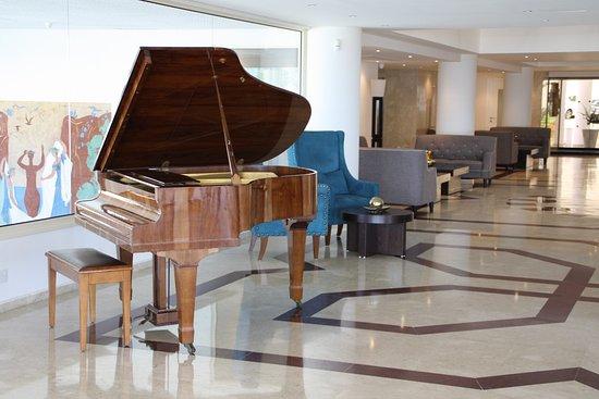 Queen's Bay Hotel: Lobby area