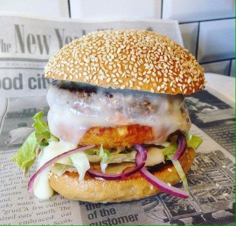 Bouffere, Francia: Burger Franc comtois à la Cancoillotte fermière
