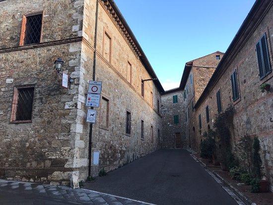 San Quirico dOrcia, Italia: little alley