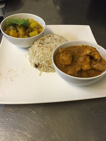Nyon, سويسرا: Chicken achari & courgette potatoes with Pilaf