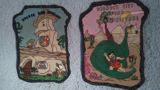 Flintstone's Bedrock City: Pictures in buildings