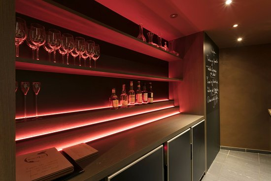 De Kleur Rood : Rood de kleur van liefde en passie picture of wines you by t