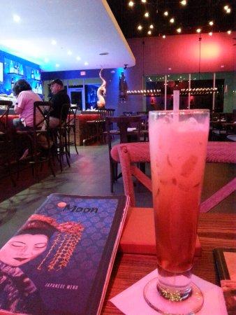 Royal Palm Beach, FL: Thai iced tea, split shot of restaurant and sushi bar.