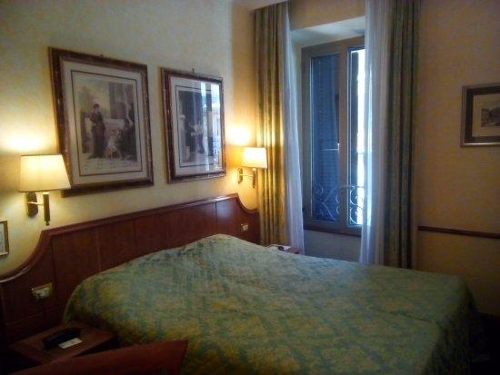 Amalfi Hotel: Cozy bedroom..