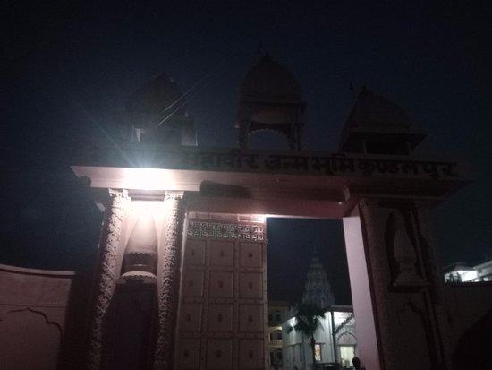Kundalpur Digambar Jain temple: Kundalpur, Nalanda, Bihar