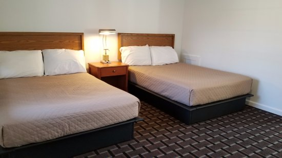 Breezewood, Pensilvania: 2 Double Beds, No smoking