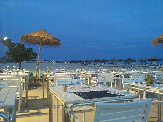 Hotel Oasis Belorizonte: Restaurante de praia ao pôr de sol