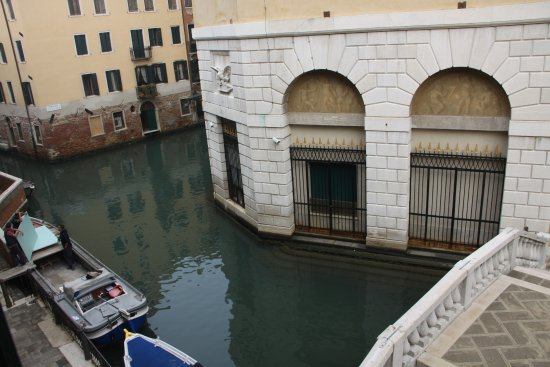 Al Teatro Bed & Breakfast: View from the Pink room