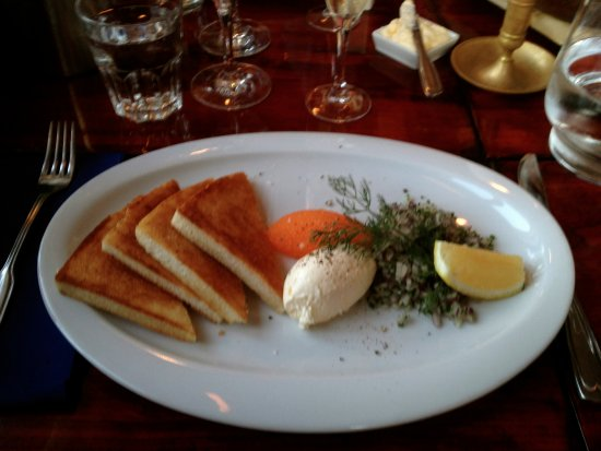 Karingon, Suécia: Kalix Löjrom with sour creme, red onion and toast
