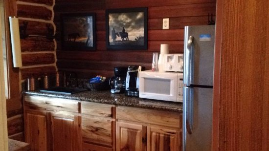 Parkfield, Californië: The kitchenette in the lodge