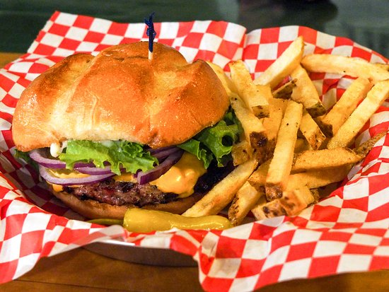 Parkfield, Californië: Our All American Hamburger and fresh cut fries