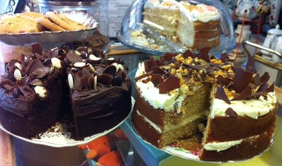 Warwickshire, UK: Lot of great Cake!
