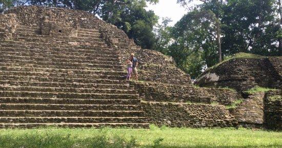 أطلال ومتحف المايا كاهال بيتش: cahal pech