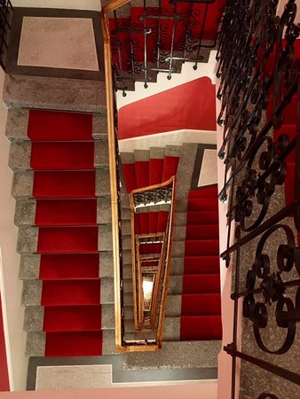 Mamaison Riverside Hotel Prague : Stairwell; there is elevator as well