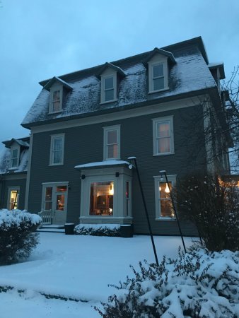 Le Pleasant Hotel & Cafe: after the snow fall!