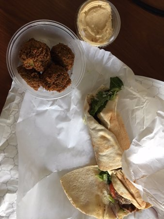 ‪‪Wakefield‬, ‪Rhode Island‬: gyro and falafel and hummus‬