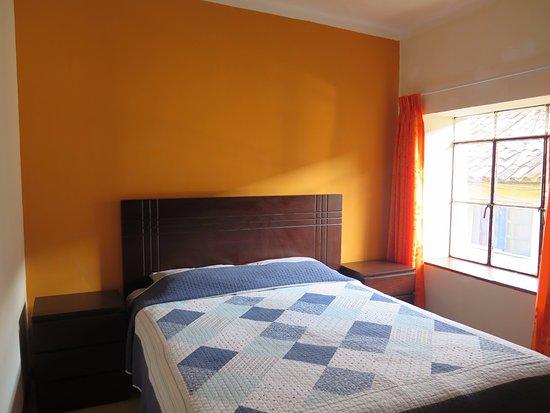Una cama matrimonial queen con ba o privado habitaci n for Una cama matrimonial