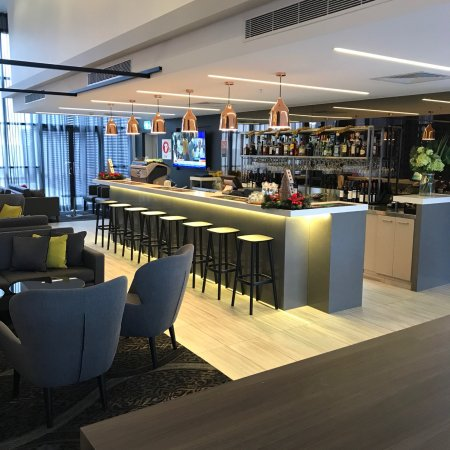 Auckland Airport Guide & Reviews - Sleeping in Airports