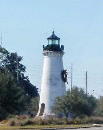 ปาสคากูลา, มิซซิสซิปปี้: Round Island Lighthouse (rebuilt & placed in a new location)