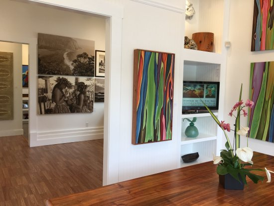 Hawi, Hawaï : Experience our Contemporary Art Talk Story series in the gallery or on the website and learn mor