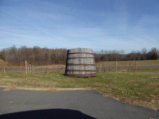 Leon, VA: Barrel and Vines