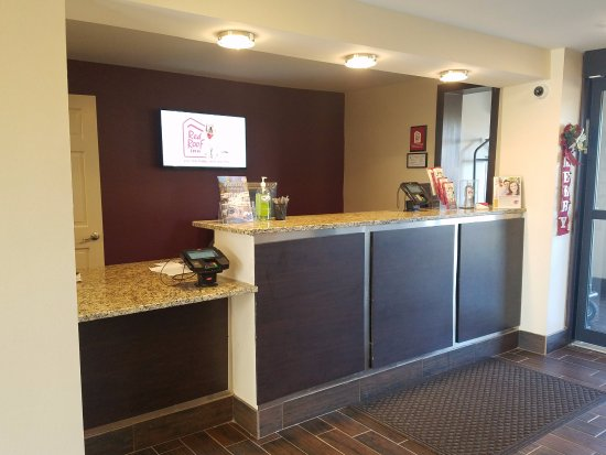 Richmond, IN: Front Desk