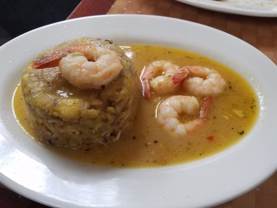 Hempstead, Νέα Υόρκη: They are know for this shrimp mofongo with pork inside! Garlicky, yes!