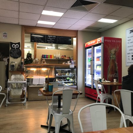 Orbost, Australia: Wonderful little eating spot hidden in the Local news agency. The food here is excellent  and ve