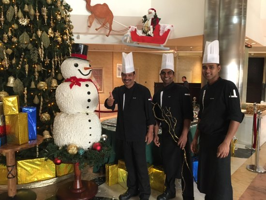Spice Island: Great home cooked snowman in Dubai Crowne Plaza!