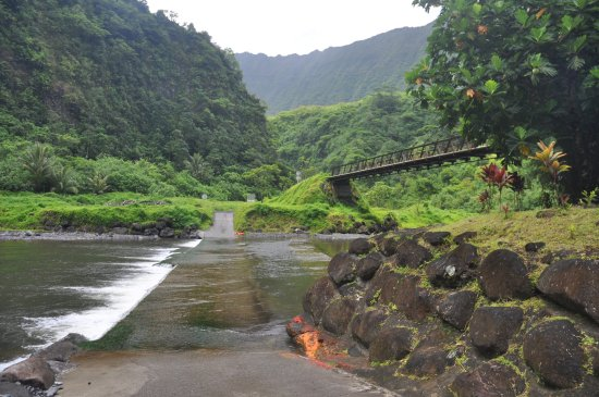 Arue, French Polynesia: crossing a stream