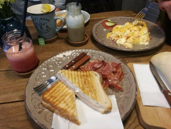Gyor, Hongrie : bőséges reggeli