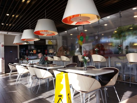 Addison, IL: more of the dining area at McDonald's