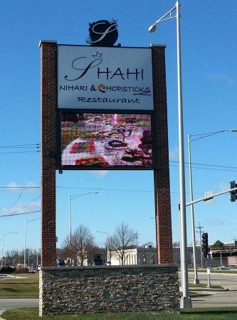 ลอมบาร์ด, อิลลินอยส์: sign along North Ave. for Shahi Nihari