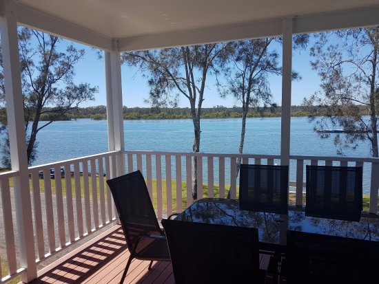 Nambucca Heads, Australia: Deluxe Two Bedroom Riverfront Cabin