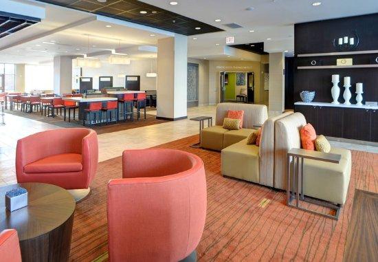 Muncie, IN: Lobby