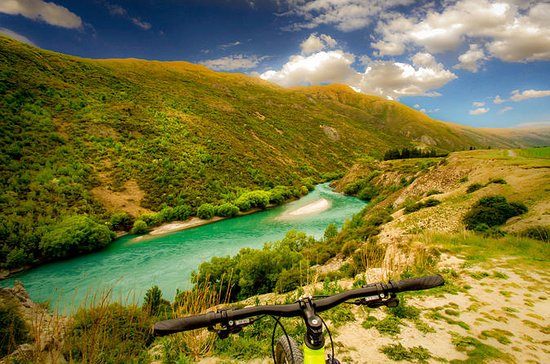 Self-Guided Tour: Arrowtown River Bike Ride to Gibbston Valley...