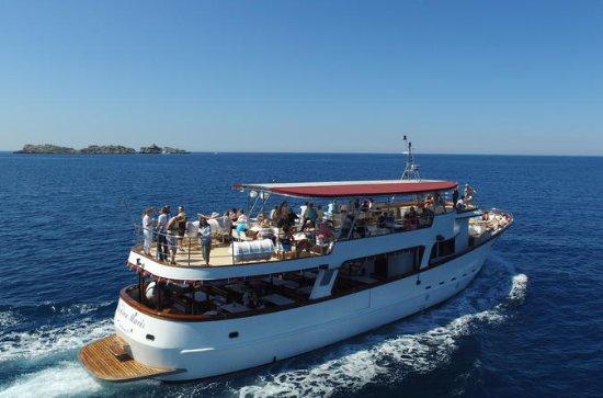 エラフィティ諸島、3つの島を巡るランチ付きクルーズ