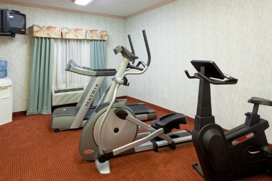 North Huntingdon, PA: Health club